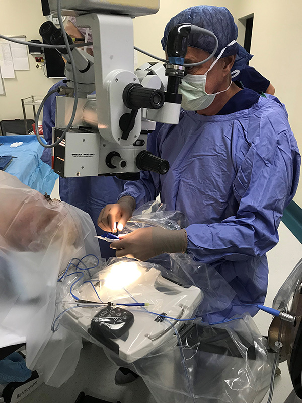 Dr Wolfe Performs The First Cataract Surgery In Australia And Nz